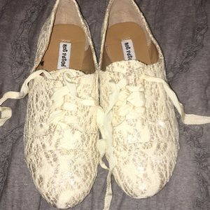 Shoes - Never worn! Tennis shoes